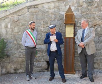 PontedilegnoPoesia: Inaugurato il nono totem