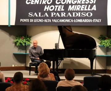ESTRO ED EMOZIONI IN MUSICA, DANILO REA ENTUSIASMA A PONTE DI LEGNO